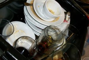 dirty dishes: remove stubborn stains - add baking soda to dish soap